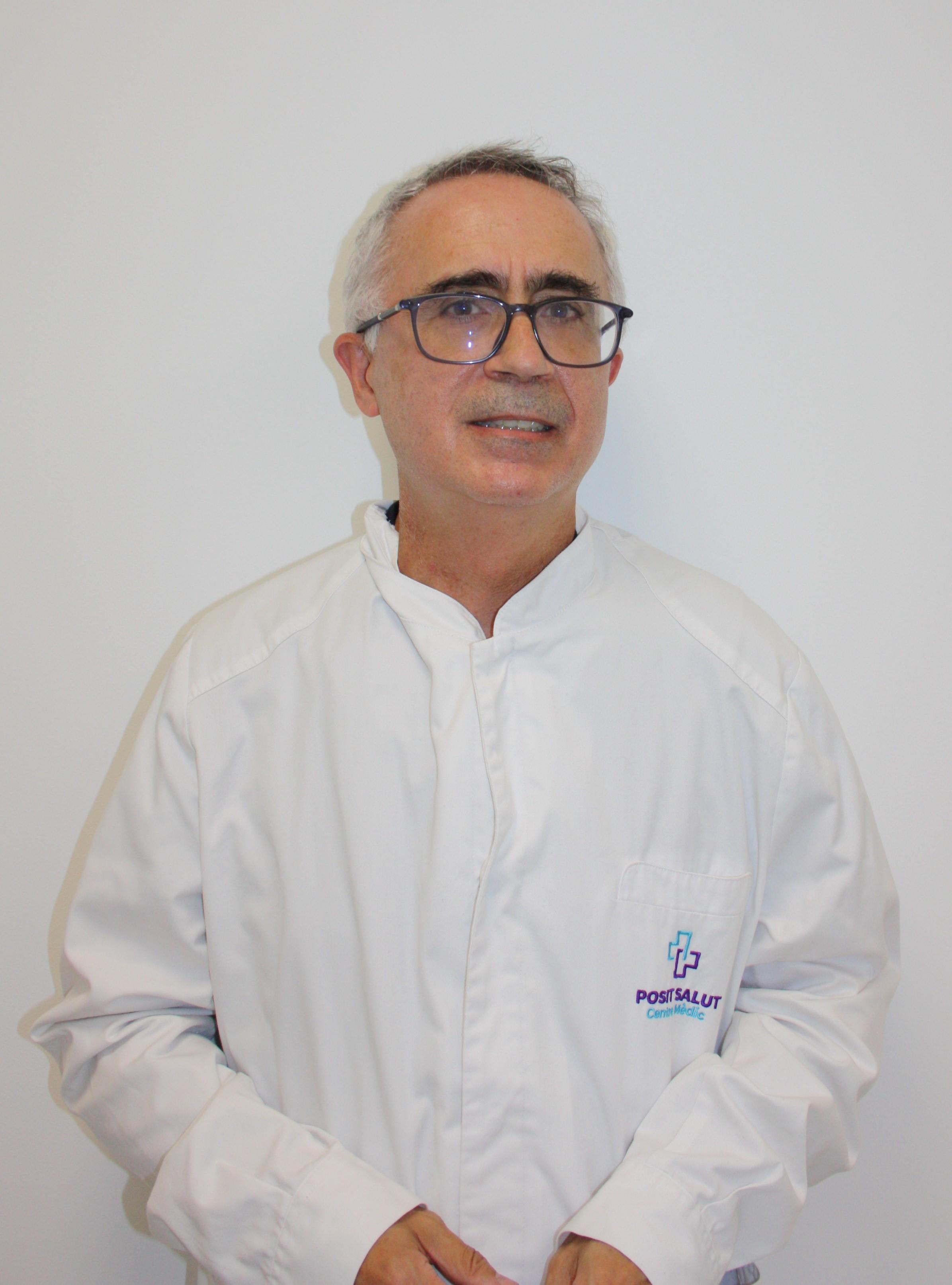Imatge de un profesional de la salut pasant visita